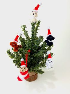 Pipe cleaner art tree.Santa doggies are made by pipe cleaner : )