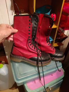 Awesome rare burgundy and black 14 hole Doc Martens in Boston blood red leather inside zippers hardly anywhere I've had these since the nineties the early 90s size 7 UK 37 these are rare they actually have red stitching at the souls instead of the at the usual yellow these were brought back from London by friend's sister who was this tortoise in like 92