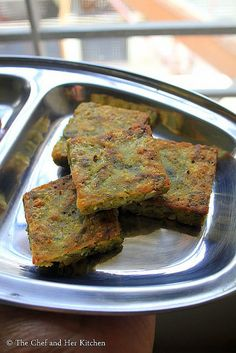 Kothimbir Vadi is basically fritters made up of Coriander leaves using besan(chickpea flour). Corn Recipes, Snack Recipes, Cooking Recipes, Bread Recipes, Recipies, Indian Dessert Recipes, Indian Snacks, Veg Breakfast Recipes, Vegetarian Recipes