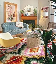This living room TRULY masters eclectic, cozy, and colorful just in time for cold weather and staying indoors. No better time than now to… New Yorker Loft, Creation Deco, Room Ideas Bedroom, Attic Bedrooms, Aesthetic Room Decor, Home Interior, Interior Design, Interior Architecture, Eclectic Decor
