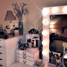 The Beauty Room Of @mona_lisa_makeup