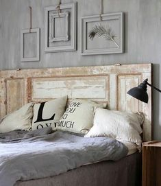 Discover 7 ideas to recycle old wooden doors and turn them into useful and decorative elements in your home. Old Wooden Doors, Old Doors, Entry Doors, Unique Headboards, Headboards For Beds, Home Bedroom, Bedroom Decor, Deco Cool, New Homes