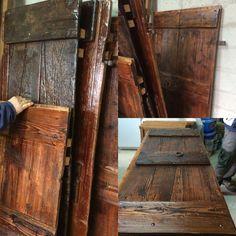 Vecchie porte di recupero, sistemate e riutilizzate come scaffali per la dispensa, poggiate su cavalletti. Perfette per conserve, marmellate ...