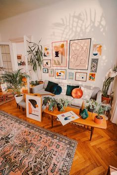 Modernist boho living room with a large gallery wall room room home decor lighting room decor room decor wall office decor ideas decoration design room Boho Room, Boho Living Room, Small Living Rooms, Living Room Designs, Barn Living, Retro Living Rooms, Living Room Gallery Wall, Living Room Prints, Living Room Vintage