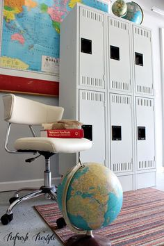 DIY You can Spray Paint Locker with Chalk based Paint Refresh Restyle Spray Paint Furniture, Painted Furniture, Diy Furniture, Refurbishing Furniture, Vintage Lockers, Metal Lockers, Using A Paint Sprayer, Map Globe, Spray Painting