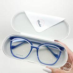 Glasses Frames Trendy, Lunette Style, Fashion Eye Glasses, Optician, Eyeglasses, Eyewear, Sunglasses Case, Ideias Fashion, Shades