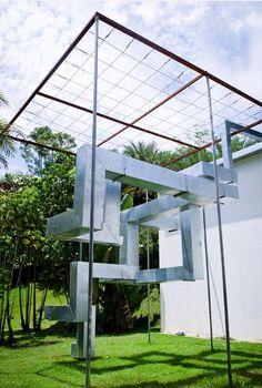 Uma bica sem água, do artista plástico MAREPE, da Bahia, Brasil