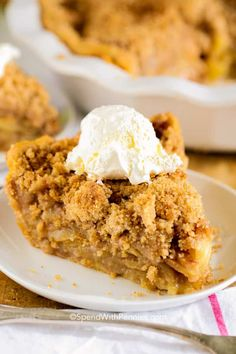 The BEST Apple Crumb Pie! This is truly the best apple pie recipe you'll ever make! Loaded with fresh tart apples and topped with a sweet brown sugar crumble, this is one recipe that will be requested over and over! Fall Dessert Recipes, Köstliche Desserts, Holiday Desserts, Apple Desserts, Health Desserts, Best Pie Recipe Ever, Pie Crumbs Recipe, Crust Recipe, Best Apple Pie