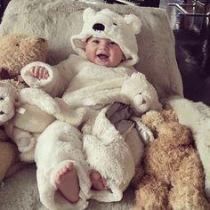 """""""Con lo bien que estoy aquí y con el frío de fuera no me muevo yo de casa en todo el día..."""" #bebenube #bebé #mamá #canastilla #bebeabordo #comomola #baby #maternidad #babyboy #babygirl #instamami"""