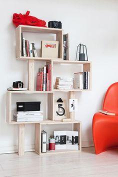 DIY : fabriquer une bibliothèque originale soit totalement avec des planches soit avec des caisses