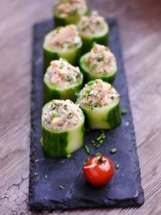 Bites of cucumber with crab - Marmiton cooking recipe: a recipe Food Healthy Cooking, Healthy Snacks, Healthy Recipes, Beef Recipes, Cooking Recipes, Brunch, Eating Light, Snacks Für Party, Food Platters