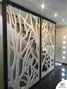 Claustra bois Arboris How to make a bi-color cloister? Our Arboris motif in white with a black frame Hallway Decorating, Mirror Wall Decor, Modern Villa Design, Mirror Design Wall, Feature Wall Design, Folding Screen Room Divider, Living Room Partition Design, Garden Wall Designs, Decorative Wall Panels
