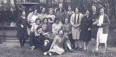 Un grupo de estudiantes de la residencia de señoritas republicana en su sede de Madrid.