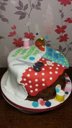 Left side view of sowing box cake