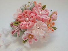 つまみ細工 桜かんざし  - つまみ細工 花ちりめんのかんざし - Yahoo!ブログ Handmade Flowers, Diy Flowers, Fabric Flowers, Crepe Paper Crafts, Origami, Japanese Hairstyle, Kanzashi Flowers, Japanese Flowers, Kimono Fabric