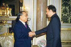 Meeting Prime Minister Rajiv Gandhi of India during his visit to Japan (November 1985) Bio: Photo Album | Daisaku Ikeda Website
