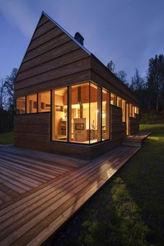 Hytta er en av over 100 norske prosjekter som skal vises frem. Nordic Living, Terrace, Home And Garden, Cottage, Mansions, Architecture, House Styles, Outdoor Decor, Wooden Houses