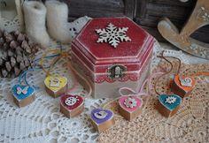 """Купить Шкатулка с гирляндой """"Снежинка"""" декупаж - шкатулка, снежинка, сердечки, шкатулка деревянная, новогодний интерьер"""