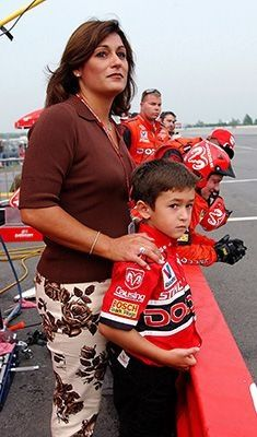 Chase Elliott with his Mom. Nascar Race Cars, Nascar Rules, Nascar Sprint, Chase Elliott Nascar, Jeff Gordon Nascar, Racing News, Auto Racing, Jr Motorsports, Terry Labonte