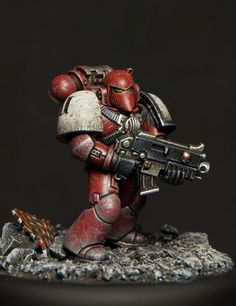 An excercise in painting a Blood Raven that would evoke the look and feel of Space Marines, the way. Warhammer 40k Blood Angels, Warhammer 40k Space Wolves, Warhammer 40k Figures, Warhammer Paint, Warhammer Models, Warhammer 40k Miniatures, Warhammer Games, Warhammer 40000, Dark Eldar