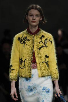Prada Fall 2017 Menswear Fashion Show Weird Fashion, Love Fashion, Winter Fashion, Fashion Show, Fashion Trends, Knit Fashion, Mens Fashion, Yellow Cardigan, Italian Fashion Designers