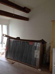 4. August 2015 - Sämtliche Betten wurden angeliefert und auf die Zimmer verteilt. Für unseren Möbelschreiner wartet viiiiiiel Arbeit.