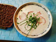 Hellepäivän kurkusta ja retiisistä valmistettu kylmä piimäsoppa/ Külm keefirisupp redise, kurgu ja murulauguga