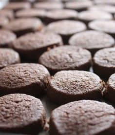 This is my golden recipe! Intense Uma Cocoa Cookies by White Kappa Ugi [Cookpad] million simple and delicious recipes for everyone Cocoa Cookies, Galletas Cookies, Sweets Recipes, Cooking Recipes, Vegan Sweets, Chocolate Muffins, Chocolate Cookies, Cookie Crumbs, Biscuit Cookies