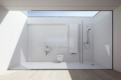 Glass panel bathroom roof. Maybe not the safest in Oklahoma. But awesome. (haus W by ian shaw architekten)