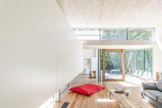 Concrete house in the wood | Wooden windows | open plan | wooden floor | concrete ceiling | inside outside living | contemporary architecture | architect: sculp[IT]architects BVBA  www.sculp.it | photo : www.roymans.com
