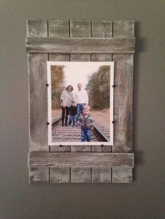 For StL maps - on mantle Rustic Soul Designs Planked Wood Picture Frame - whitewashed, farmhouse style, Pallet Picture Frames, Pallet Pictures, Pallet Frames, Picture Frame Crafts, Rustic Picture Frames, Rustic Pictures, Picture On Wood, Rustic Frames, Barn Wood Frames