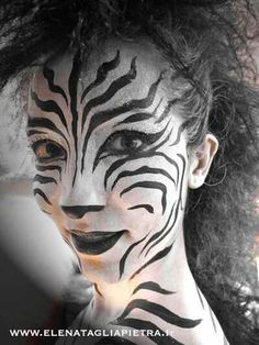 Zebra Kost m selber machen Kost m Idee zu Karneval Halloween Fasching Diy Zebra Halloween Costume, Halloween Makeup, Puffy Paint, Zebra Make-up, Zebra Face Paint, Body Image Art, Halloween Karneval, Animal Makeup, Costume Makeup