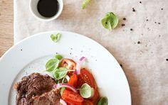 Tomatsalat og steak
