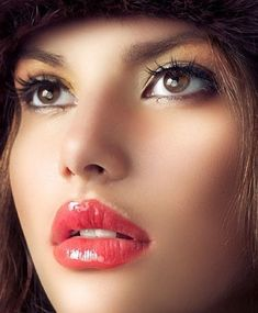 Head shot on shinny pink hot lips. Beauty Makeup, Hair Makeup, Hair Beauty, Brunette Beauty, Makeup Kit, Beautiful Lips, Beautiful Women, Gorgeous Makeup, Flawless Makeup