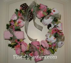 Wreaths are perfect decor for any baby shower and these door wreaths are a bit more chic than a diaper wreath! Shower Time, Shower Party, Baby Shower Parties, Baby Shower Gifts, Shower Door, Baby Kranz, Ideas Prácticas, Craft Ideas, Baby Ideas