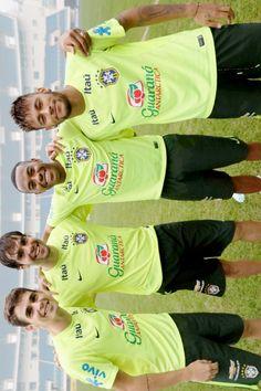 Oscar Emboaba, Kaka, Robinho, and Neymar Jr. Football Fever, Football Is Life, Neymar Jr, Guam, Best Player, Football Players, Messi, Lol, Sports