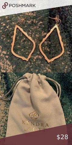 Kendra Scott Sophee Earrings Gold Kendra Scott earrings. Original velvet carrier bag included Kendra Scott Jewelry Earrings Kendra Scott Jewelry, Gold Earrings, Drawstring Backpack, Women Jewelry, Velvet, Best Deals, Womens Fashion, Closet, Bags