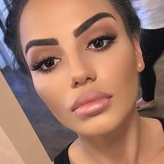 Image via We Heart It #barbie #beauty #cute #eyebrows #girl #inspiration #love #luxury #makeup #Queen #rihanna #weheartit #kardashian #jenner #rih #kimkardashian #kyliejenner #beyoncé #onfleek
