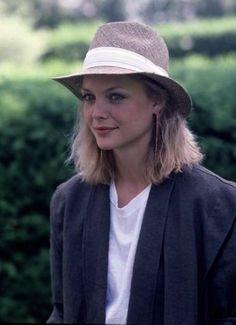 pfeiffer. Michelle Pfeiffer, Hollywood Actresses, Actors & Actresses, Beautiful People, Beautiful Women, Meg Ryan, Portraits, Celebrity Beauty, Star Wars