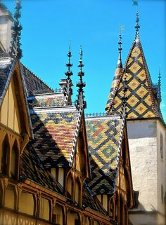 Not a vineyard, but how can you think about vineyards and wine and not think of the Hospices de Beaune, Bourgogne. France 2, Ville France, Great Places, Places Ive Been, Places To Visit, Gothic Architecture, Beautiful Architecture, Holy Mary, Burgundy France