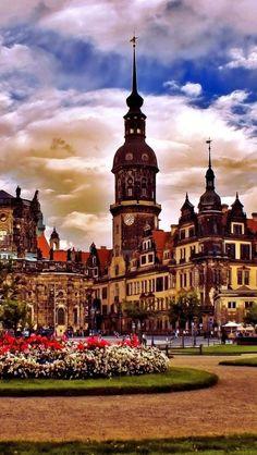 Dresdens Schloss & Blauer Himmel