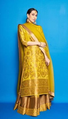 Karisma Kapoor Opted for a Yellow Lehenga Set for a Mehendi Ceremony Indian Attire, Indian Ethnic Wear, Dress Indian Style, Indian Dresses, Indian Wedding Outfits, Indian Outfits, Kurta Lehenga, Sharara, Sarees