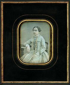 Портрет неизвестной. Ателье А. Баумгартена. Москва. 1848-1853 гг. Имя автора определено по меблировке.