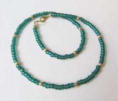 Glas-Kette mit Rocailles in smaragdgrün-gold von soschoen auf DaWanda.com
