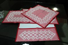 Jogo bordado a mao, no tecido xadrez. 01 pano de mesa 01 pano de fogão 01 pano de copa R$ 90,00