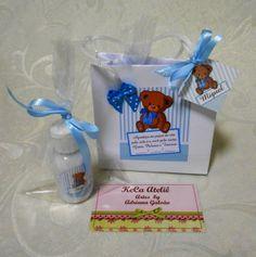 Kit contendo uma sacolinha 10x10 e um mini hidratante 30 ml personalizado com tag de agradecimento, saquinho de celofane e fita de cetim. Fragancia e cores à critério do cliente. R$ 6,90