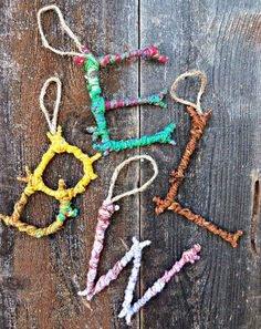 Natural Crafts Tutorials: Great Twig Crafts for Kids Colorful Yarn Bombed Twigs Letter Ornaments. The pop of color meets the rustic charm of autumn foliage in this yarn twigs letter ornaments. Yarn Bombing, Twig Crafts, Craft Stick Crafts, Decor Crafts, Wood Crafts, Tree Branch Crafts, Craft Sticks, Art Crafts, Guerilla Knitting