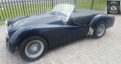 www.roguebodyworx.com Triumph - Paintwork by Rogue Bodyworx Rogues, Antique Cars, Classic Cars, Bmw, Vehicles, Projects, Vintage Cars, Blue Prints, Vintage Classic Cars