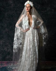 Naeem Khan gowns are globally loved. He also makes wedding dresses and the Naeem Khan bridal collection is elite. Naeem Khan dresses worn by famous ladies. Naeem Khan Wedding Dresses, Naeem Khan Bridal, Wedding Dress Trends, New Wedding Dresses, Bridal Dresses, Wedding Tops, Lace Wedding, Wedding Bride, Wedding Ideas