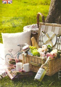 New basket picnic life Ideas Beach Picnic, Summer Picnic, Picnic Decorations, Romantic Picnics, Romantic Dinners, Picnic Time, Picnic Parties, Picnic Foods, Picnic Recipes